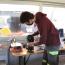 Medewerkers MIVB delen expertise in Repair Cafe