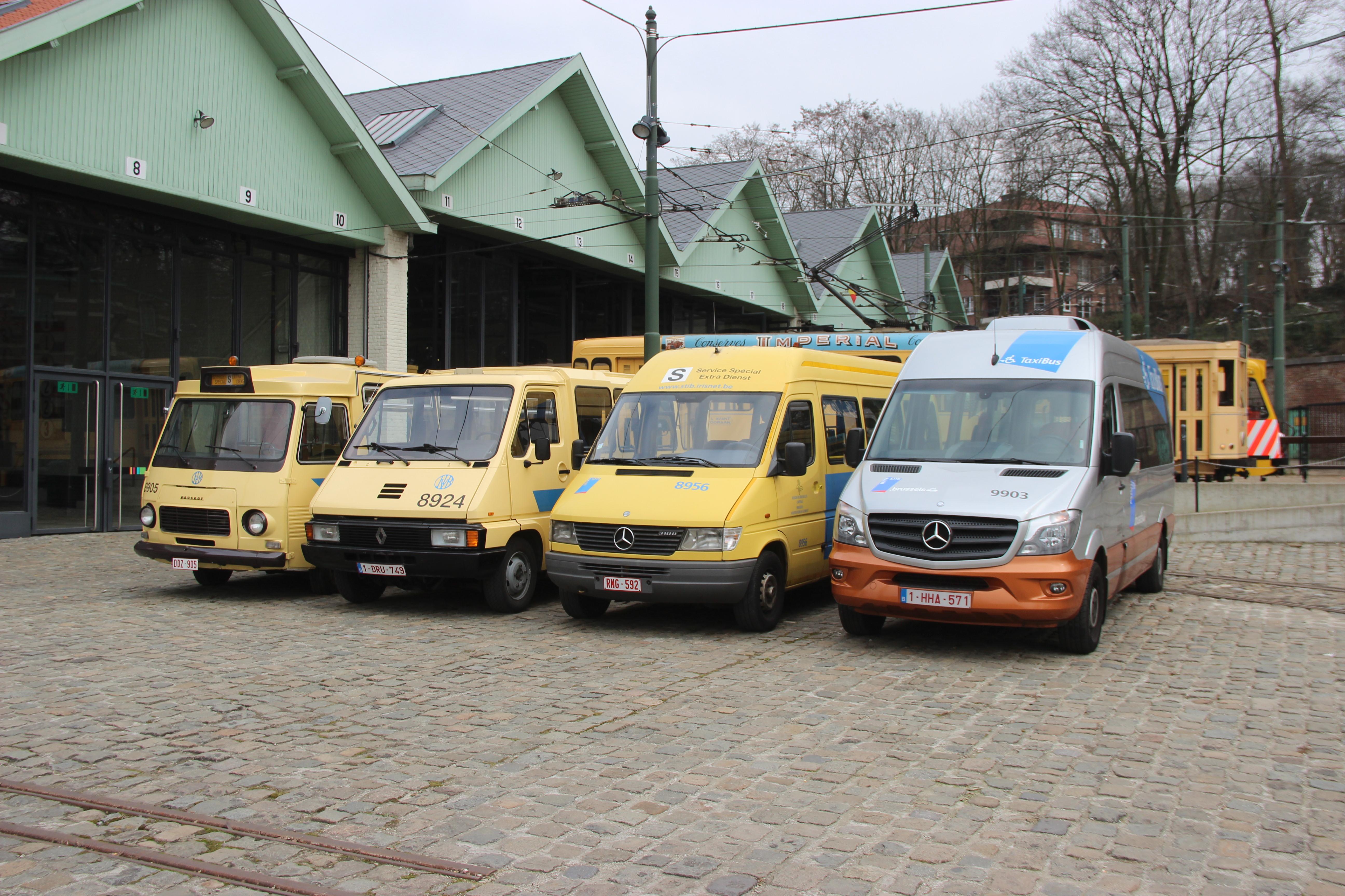 """Familiefoto voor de """"Taxibus"""""""