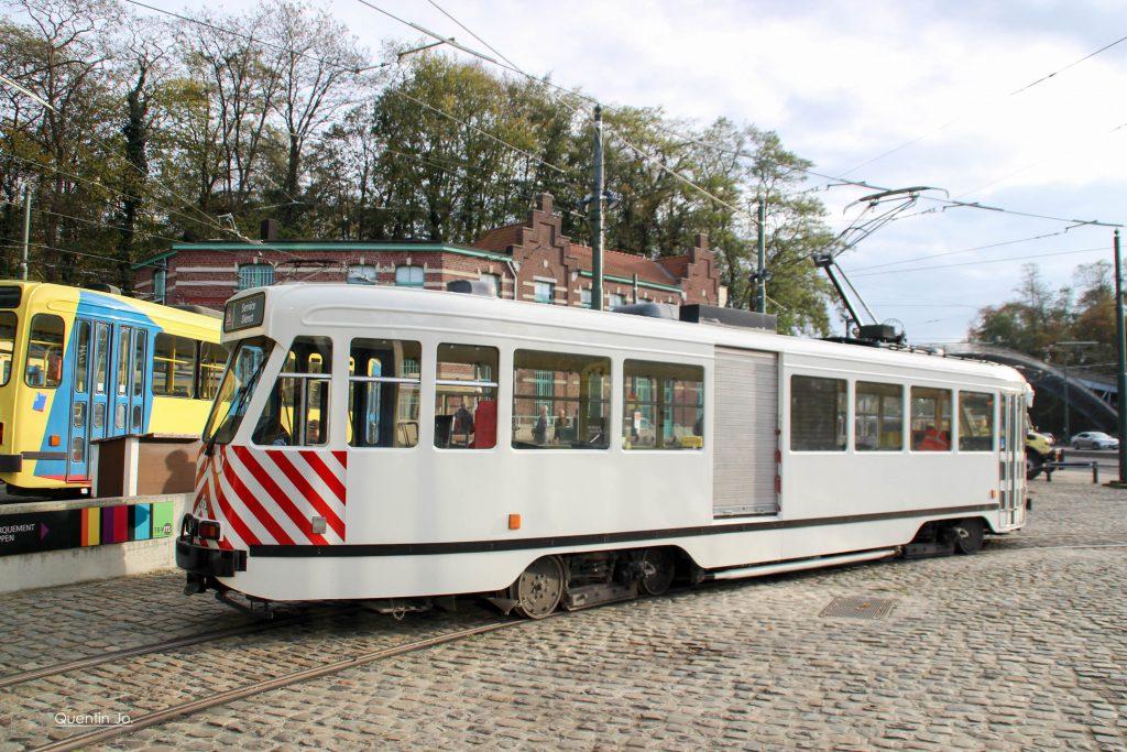 Voertuig 7019 vervoert zand en vult de voorraad aan in het station - Foto (c) Quentin Joschko